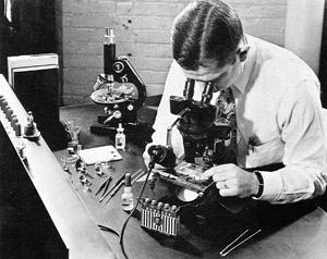 1949: Microscope